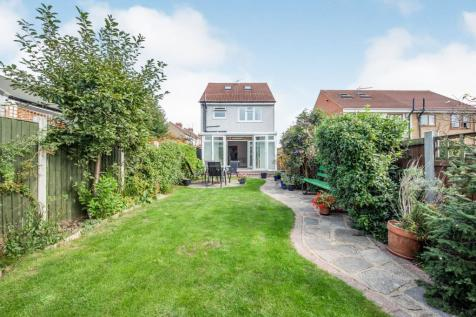 Broxted Terrace, Takeley Close, Romford, Essex, RM5. 3 bedroom detached house for sale