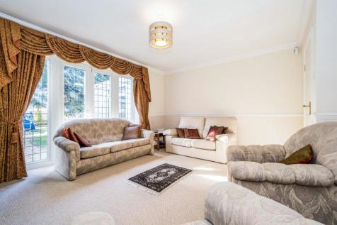 Burntwood Avenue, Hornchurch, RM11. 6 bedroom detached house