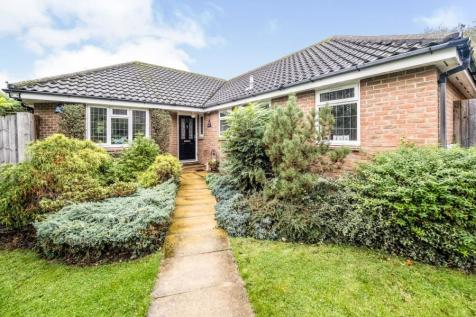 Rayburn Road, Hornchurch, RM11. 3 bedroom bungalow for sale