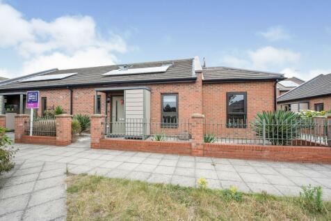 Morel Mews, Dagenham, Essex, United Kingdom, RM8. 4 bedroom semi-detached house