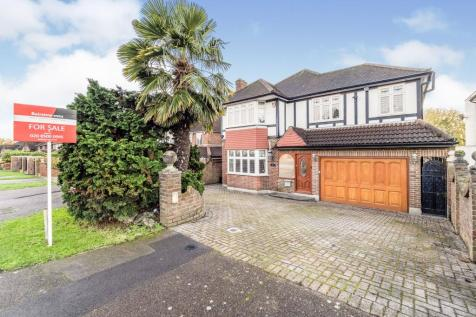 Chigwell Rise, Chigwell, Essex, IG7. 4 bedroom detached house for sale