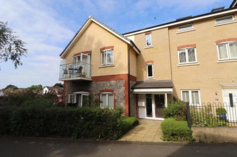 Pinewood House, Chaldon Road, Caterham, Surrey, CR3. 2 bedroom flat