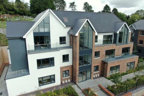 The Gardens, Church Hill, Caterham, Surrey, CR3. 2 bedroom flat
