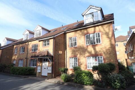 Cedar House, Aspen Vale, Whyteleafe, Surrey, CR3. 2 bedroom flat