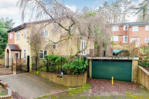 Simone Drive, Kenley, Surrey, ., CR8. 6 bedroom detached house