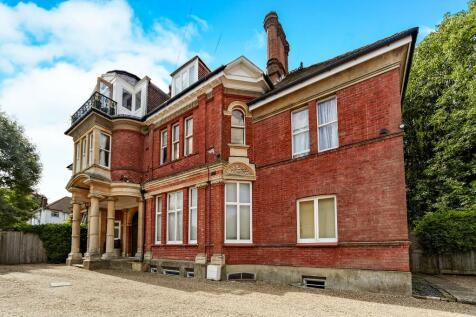 Sherwood Oaks, 13 Frensham Road, Kenley, Surrey, CR8. 3 bedroom flat