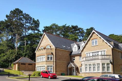 Malvern House, 2 Foxley Road, Kenley, Surrey, CR8. 2 bedroom flat