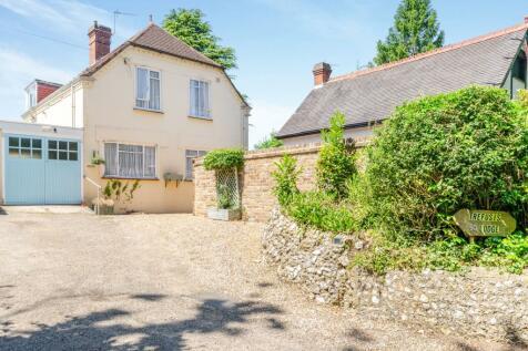 Kenley Lane, Kenley, Surrey, ., CR8. 4 bedroom detached house