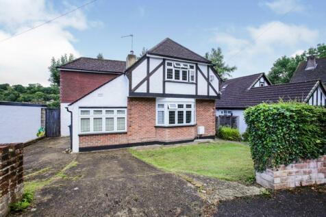 Valley Road, Kenley, Surrey, CR8. 4 bedroom detached house