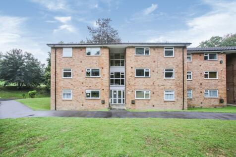 Alpha Court, Hillside Road, Whyteleafe, Surrey, CR3. 2 bedroom flat