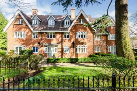 Oakhurst Court, 4 Hayes Lane, Kenley, Surrey, CR8. 2 bedroom flat