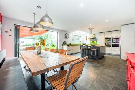 Kingston Road, Leatherhead, Surrey, Uk, KT22. 5 bedroom detached house for sale