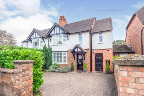 College Street, Stratford Upon Avon, Warwickshire, CV37. 4 bedroom semi-detached house for sale