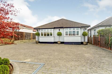 Woodmere Avenue, Shirley, Croydon, Surrey, CR0. 3 bedroom bungalow for sale