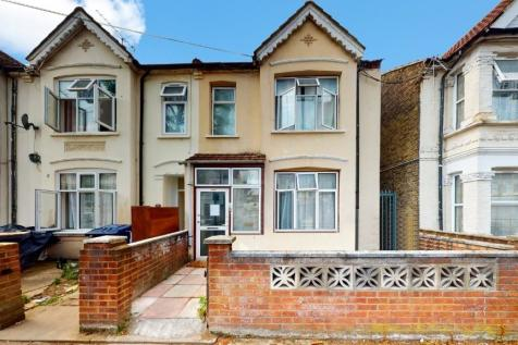 West End Road, Southall, Middlesex, UB1. 2 bedroom ground floor flat for sale