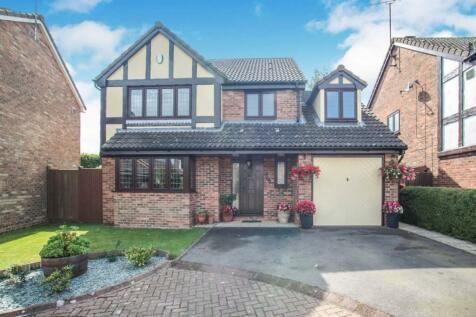 Prebendal Drive, Slip End, Luton, Bedfordshire, LU1. 4 bedroom detached house