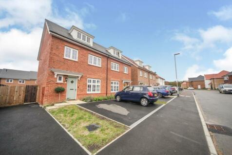 Mallard Crescent, Caddington, Luton, Bedfordshire, LU1. 4 bedroom semi-detached house for sale