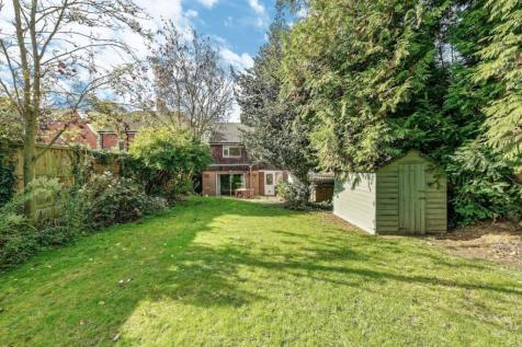 New Dover Road, Canterbury, Kent, CT1. 3 bedroom detached house