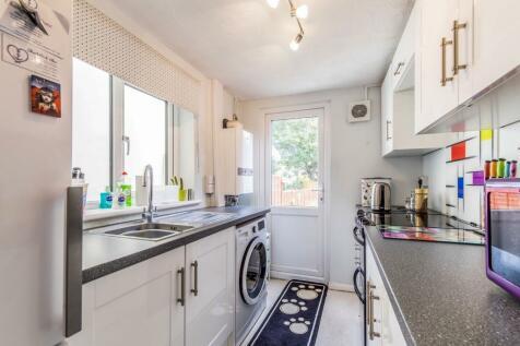 Stafford Street, Gillingham, Kent, ME7. 2 bedroom terraced house