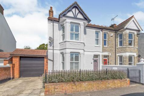 Stuart Road, Gillingham, Kent, ME7. 3 bedroom semi-detached house