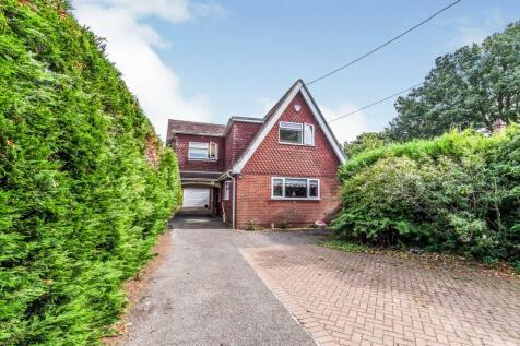 Wigmore Road, Rainham, Gillingham, Kent, ME8. 4 bedroom detached house