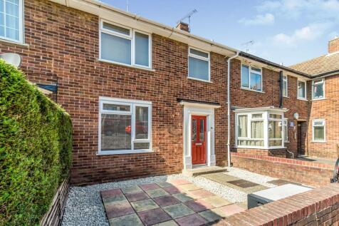High Street, Brompton, Gillingham, Kent, ME7. 2 bedroom terraced house
