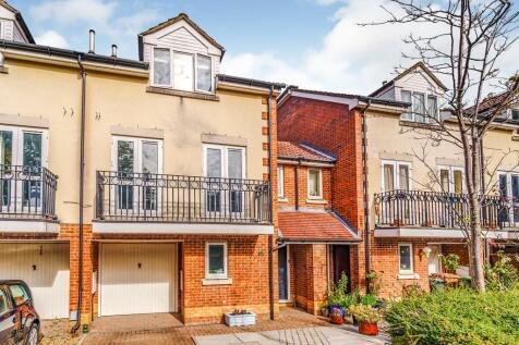 Cavendish Road, Redhill, Surrey, United Kingdom, RH1. 4 bedroom link detached house for sale