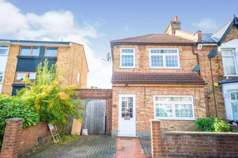 Erskine Road, Walthamstow, Waltham Forest, London, E17. 3 bedroom end of terrace house for sale
