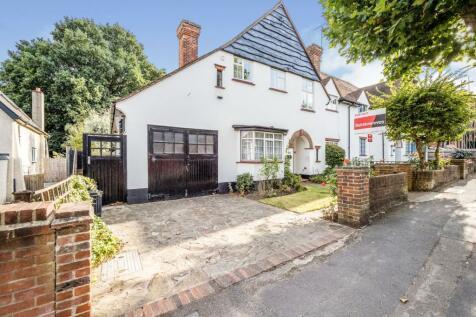Monkhams Avenue, Woodford Green, IG8. 4 bedroom semi-detached house
