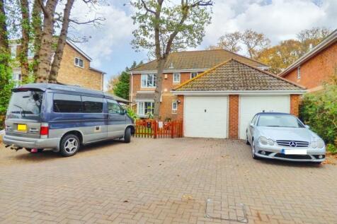Rowner Road, Gosport, Hampshire, PO13. 4 bedroom detached house for sale