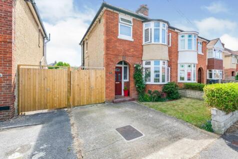 Charlesbury Avenue, Gosport, Hampshire, PO12. 4 bedroom semi-detached house for sale