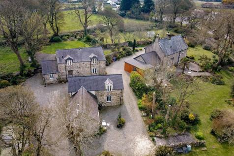 Tynygongl, Benllech, Anglesey, North Wales, LL74. 6 bedroom detached house
