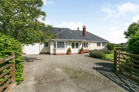 Gwespyr, Holywell, Flintshire, North Wales, CH8. 5 bedroom detached house