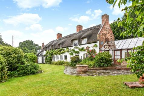 South Street, Pennington, Lymington, Hampshire, SO41. 4 bedroom detached house for sale
