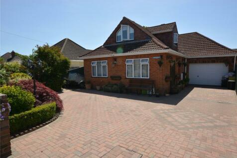Elm Avenue, Pennington, Lymington, Hampshire, SO41. 4 bedroom detached house