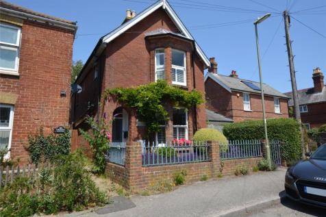 Middle Road, Lymington, Hampshire, SO41. 3 bedroom detached house for sale