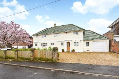 West Hayes, Lymington, Hampshire, SO41. 4 bedroom detached house
