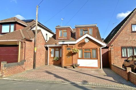 Water Lane, Totton, Southampton, Hampshire, SO40. 4 bedroom bungalow for sale