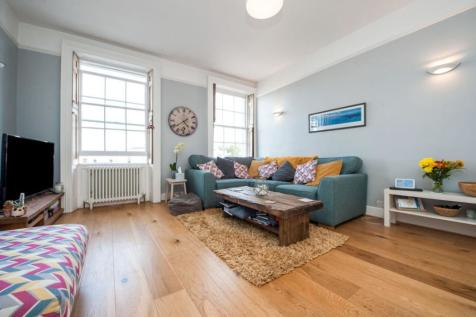 Berkeley Street, Cheltenham, Gloucestershire, GL52. 2 bedroom flat