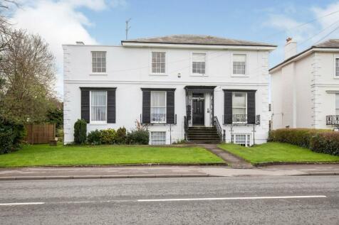 Hales Road, Cheltenham, Gloucestershire, GL52. 2 bedroom flat for sale