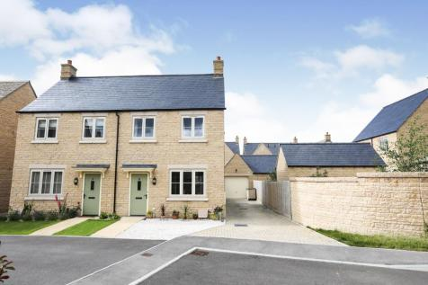 Blackbird Close, Bourton On The Water, Cheltenham, Gloucestershire, GL54. 3 bedroom semi-detached house