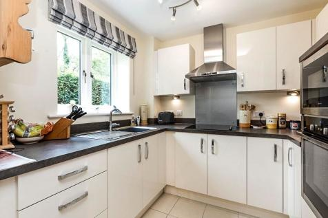 Willoughby, Bourton The Water, Cheltenham, Glos, GL54. 2 bedroom flat