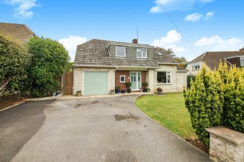 Belfield Close, Wyke Regis, Weymouth, Dorset, DT4. 4 bedroom bungalow