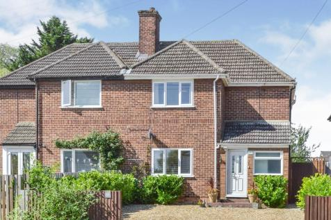Simpson Road, Bletchley, Milton Keynes, Buckinghamshire, MK1. 2 bedroom semi-detached house