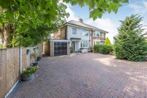 Crewe Road, Haslington, Crewe, Cheshire, CW1. 3 bedroom semi-detached house for sale