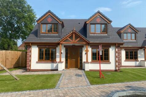 Moss Lane, Minshull Vernon, Cheshire, CW1. 4 bedroom detached house