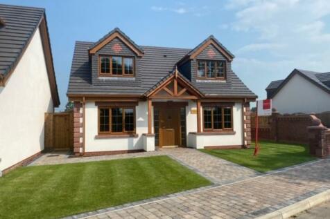 Moss Lane, Minshull Vernon, Cheshire, CW1. 4 bedroom bungalow