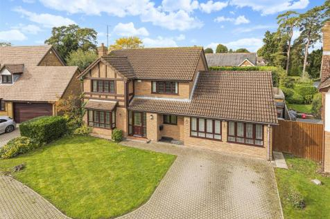 Bluebell Meadow, Winnersh, Berkshire, RG41 5UW. 4 bedroom detached house for sale