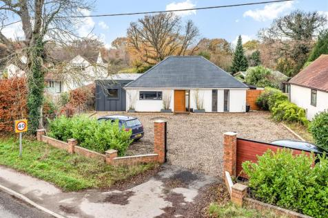 Langley Common Road, Barkham, Berkshire, RG40 4TS. 4 bedroom detached bungalow for sale