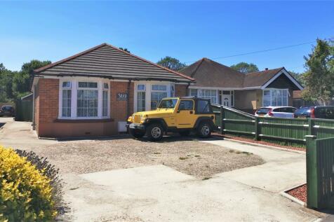 Fareham Road, Gosport. 3 bedroom detached bungalow for sale